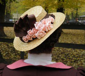 Ozdoba kapelusza - nie wygląda na skomplikowaną, a naprawdę dość długo ją zszywałam...